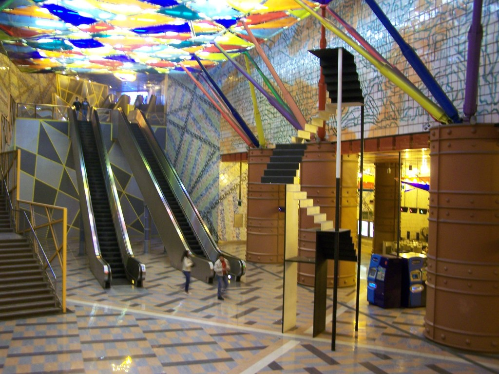 Metro_Lisboa_Lisbon_Olaias_station_main_hall