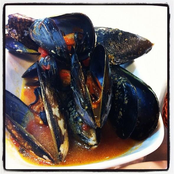 Lolita Taperia  mussels