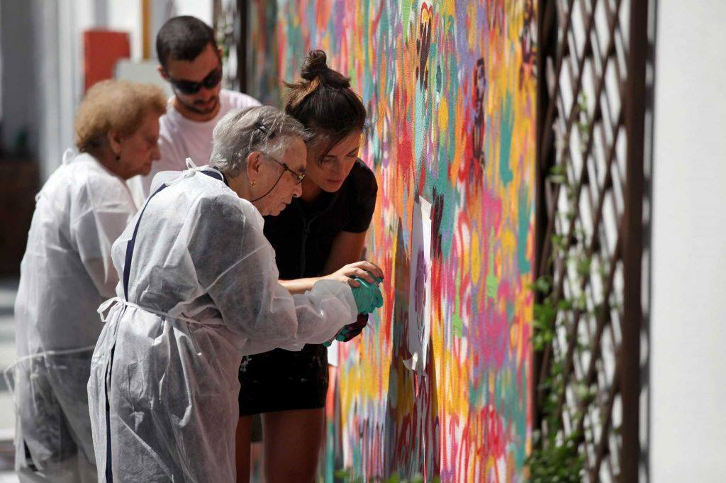Lata 65 - The Graffiti Grandmothers of Portugal